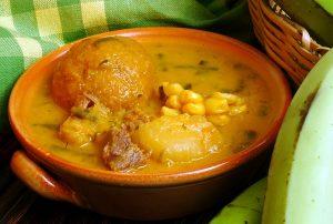 Comida ecuatoriana - Caldo de bolas de verde
