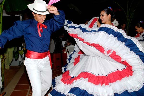 ttraje tipico de Costa Rica para bailes