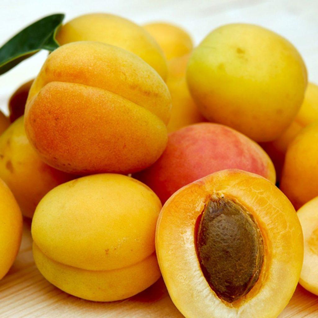 frutas con semillas afuera